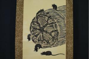 JAPANESE PAINTING Hanging Scroll KAKEJIKU Tawara Straw Bag and Mouse Silk w/Box