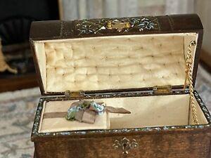 1999 Miniature Dollhouse Judee Williamson IGMA Artisan Victorian Footed Trunk