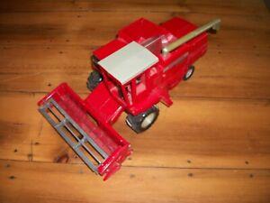 (1981) Ertl Massey Ferguson Model 860 Toy Combine, 1/20 Scale