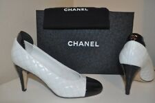 NIB $800 CHANEL 17C Black White Leather Quilted Heel Pump Shoe 38.5 -8.5 CC Logo