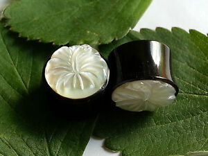1 Pair Carved Floral MOP Flower Mother of Pearl Horn Ear Plugs Tunnels Gauges