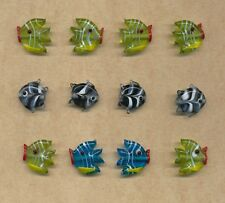 12 glass fish beads    (Y15)