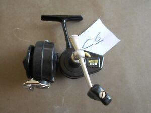 C6. Ancien rare moulinet de pêche au lancer eau douce MITCHELL 324 Etat neuf.