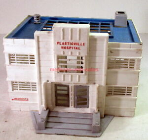 Plasticville~O/S Scale Hospital~White w/Blue Roof
