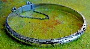 Lovely vintage solid sterling silver hinged  bangle bracelet with safety chain