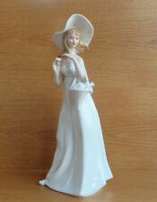 Wunderschöne Skulptur Figur in Form Einer Blume aus Porzellan weiß glänzend 18cm