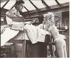 BUTTERFLIES ARE FREE Goldie Hawn in bra 1972