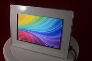 "Samsung 7"" Digital Photo Frame SPF-72H - 800 x 480 (Ref 047)"
