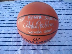 HALL OF FAMER KAREEM ABDUL-JABBAR SIGNED BASKETBALL BECKETT COA