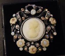 CLASSIC VINTAGE STYLE CAMEO BROOCH WITH COLOURED STONES B-39