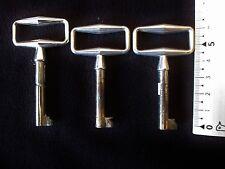 3 anciennes clés de meuble-tiroirs 1960  en aluminium brillant