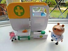 PEPPA PIG AND DR BROWN BEAR figuras con Playset móvil médica CENTRE