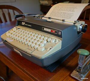 Smith-Corona Electra 110 typewriter w/case and fresh ribbon. Working perfectly.