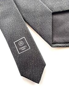CHANEL MEN'S TIE AUTHENTIC  Classic Tie. 89% Silk, 7% Viscose, 4% Polyester.