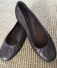 New Easy Street Brown Ballet Flats Pleated Detail sz 6 N