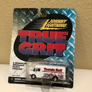 Johnny Lightning True Grit Tootsie Rouleau Camion Blanc D20