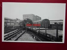 PHOTO  LONDON TRANSPORT UNDERGROUND TUBE  - BATTERY LOCO & PILOT CAR AT LILIE BR