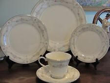 ROYAL DOULTON TAMARA 1 5-PIECE PLACE SETTING
