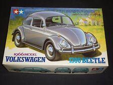 Un TAMIYA ONU Made Kit Plastique de 1966 Volkswagen 1300 Coccinelle, boxed