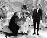 JOHN WAYNE & TINY TIM ON 100th EPISODE OF LAUGH-IN 8X10 PUBLICITY PHOTO (AA-386)