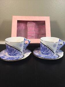 MODERN NAREMOA STUDIO Blue Roses Triangle Handles Cups Oval Saucers Tea Set
