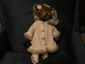 """VINTAGE 14"""" DOROTHY BEARINGTON ICE SKATER #1490 . With Stand"""