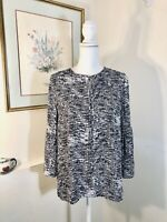 Violet & Claire Womens Shirt Size M Black & White Print 3/4 Bell Sleeve Key Hole