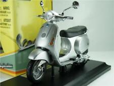 VESPA LX 125 2005 MODEL SCOOTER 1:18 SCALE SILVER MOPED MAISTO 05092S K8Q