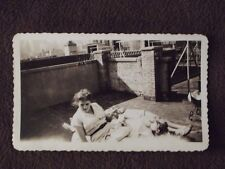 WOMEN LYING IN THE SUN ON NEW YORK CITY ROOF TOP  Vintage 1947  PHOTO