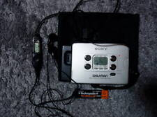SONY WM-FX822 WALKMAN Personal Cassette player with built-in SONY tuner