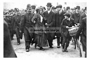 rp02797 - Policemen Arrest Suffragette - print 6x4