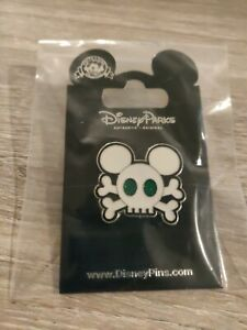 New Disney Parks MICKEY MOUSE Ears Skull Crossbones 2011 Collector Trading Pin