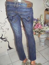 "très beau jeans slim ""BERSHKA"" T.36 en superbe état"