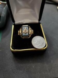 MENS MASON RING IN 10 K YELLOW GOLD WEIGHTS 6.4 GRAMS