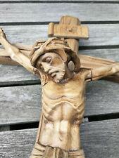 Jesus am Kreuz Holz Kruzifix geschnitzt Meran sakrale Volkskunst