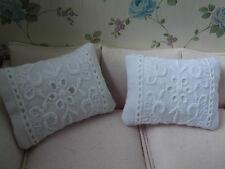 2 weiße Baumwoll-Spitzen -Sofa-KISSEN ,Miniatur Puppenstube 1:12