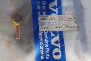 Volvo 240, 260, 740, 760 2,4 D Kraftstoff verteiler  TeileNr. 1257390 OVP !!!!!