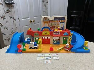 Vintage Fisher Price Little People 2500 Main Street Set - 100% COMPLETE (No Box)