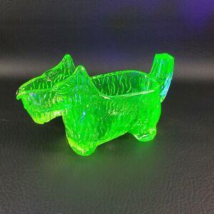 #29 L.E. Smith GREEN GLASS Scottie Dog CREAMER Glows Scotty Dog Post Cereal