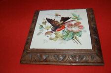 ANCIEN DESSOUS DE PLAT  en BOIS ET FAIENCE , oiseau et fleurs