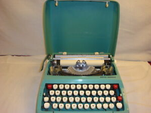 Vintage Smith Corona - Corsair- Portable Manual Typewriter in Case - Preowned