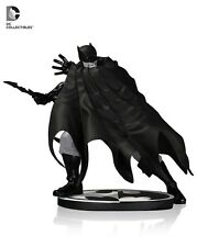 Batman Estatua Blanco Y Negro Por Dave Johnson UK