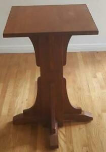 Gorgeous Solid Wood Accent Table - BEAUTIFUL STYLE & FINISH - VGC - GREAT SIZE