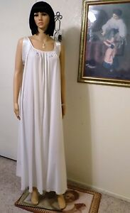 LUCIE ANN VTG Nylon PURE WHITE with Satin Banded Sleeves Nightgown size Petite