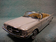 1/18SCALE DIECAST 1960 CHYSLER 300F CABRIOLET IN WHITE BY ROAD SIGNATURE.