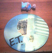 "ET PIN BADGE 1982  6"" Round Peeking + ET Latex Action Figure 2"" Readin Book Cake"