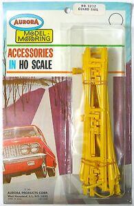 Aurora Model Motoring Lock Joiner HO Slot Car YELLOW GUARD RAIL & POST SET #1232