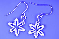 Très joli flocon de neige dangle earrings