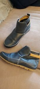 Size 6 Navy Tan Ankle Boots