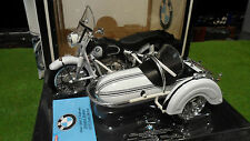 Moto BMW R60-2 + Side Car Blanc de 1960 au 1/10 TOOTSIETOY 3304 miniature